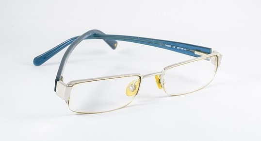 eye glasses made of glass